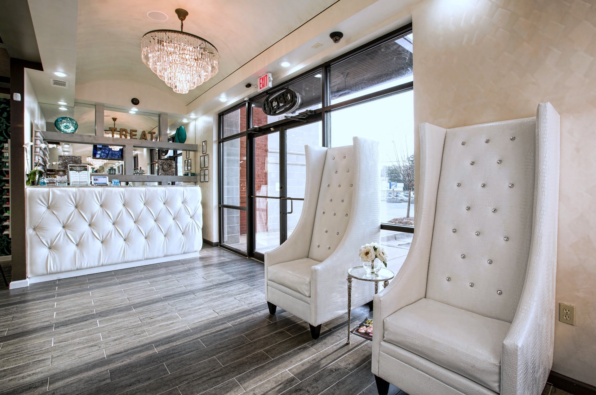 Doraville Nail Salon Waiting Area - Treat Your Nails